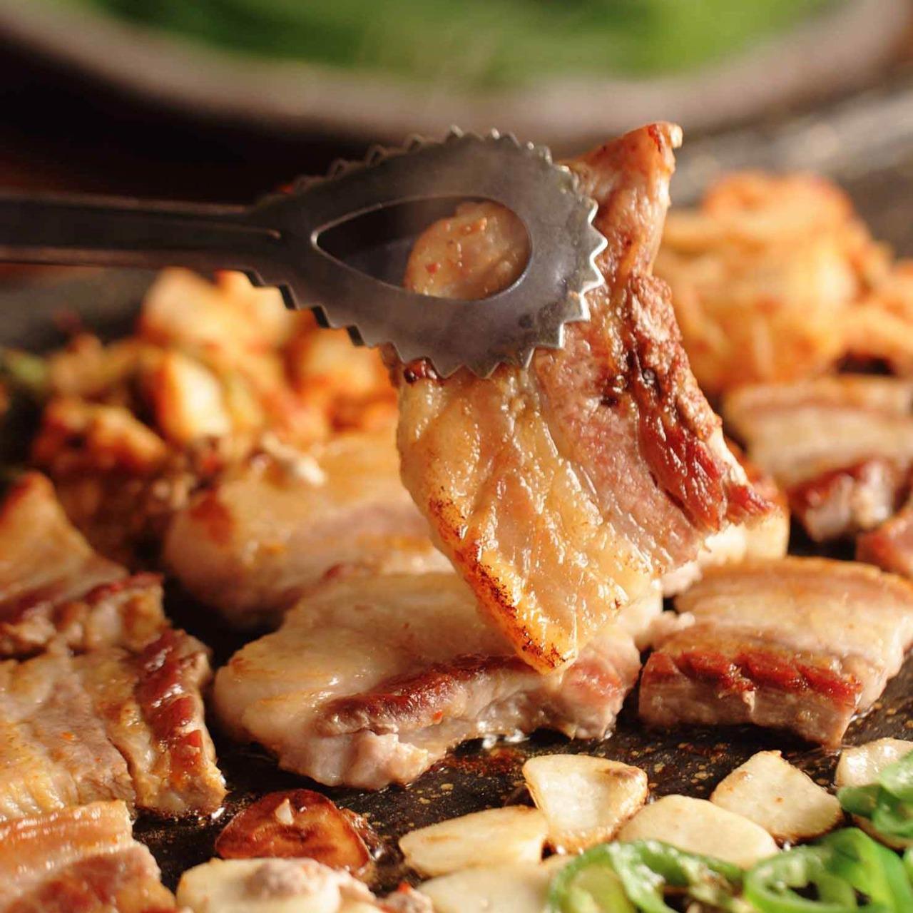 エスコートアガシと韓国料理 サムギョッサル