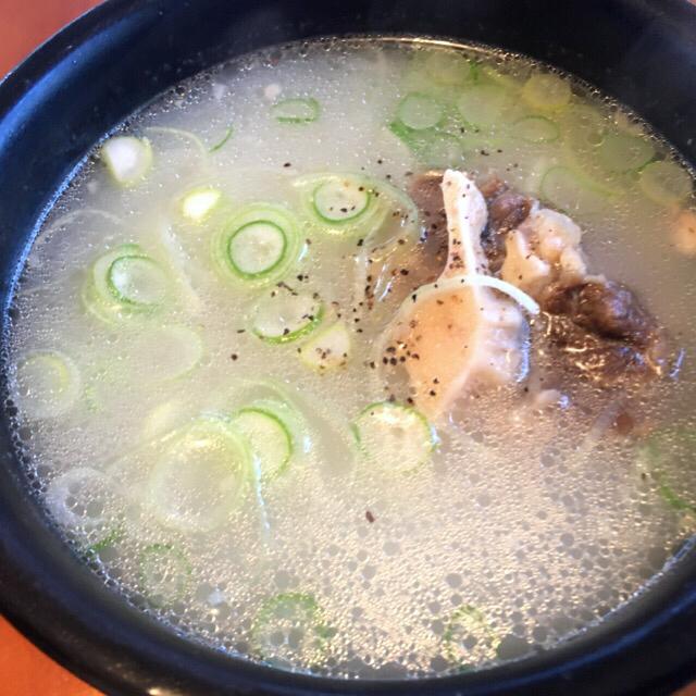 エスコートアガシと韓国料理 コムタン