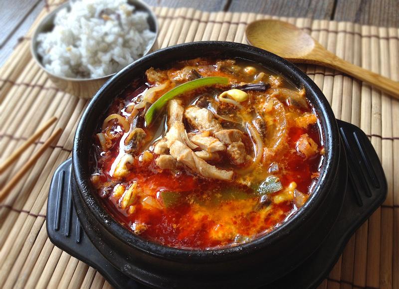 エスコートアガシと韓国料理 ユッケジャン