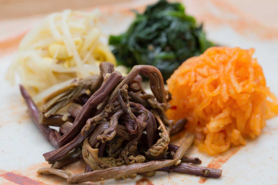 エスコートアガシと韓国料理 ナムル