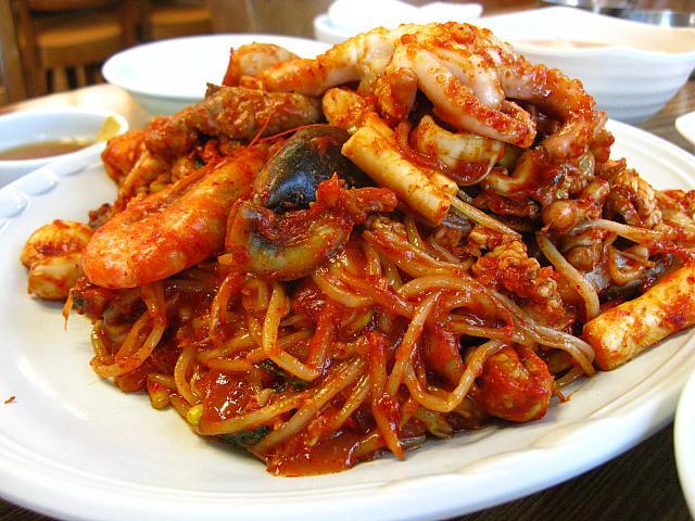 エスコートアガシと韓国料理 ヘムルチム