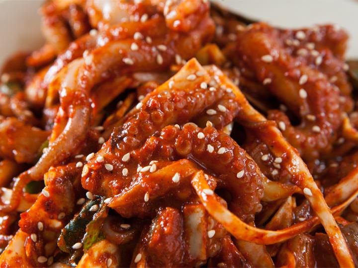 韓国旅行をより楽しく過ごしていただくために、すべてをお手伝いさせていただきます。韓国エスコートアガシ とのデートでのおススメの韓国料理をご紹介いたします。