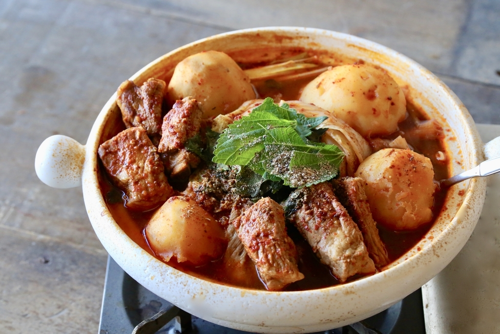 韓国エスコートアガシと韓国料理 カムジャタン