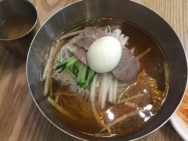 韓国エスコートアガシと韓国料理 ネンミョン