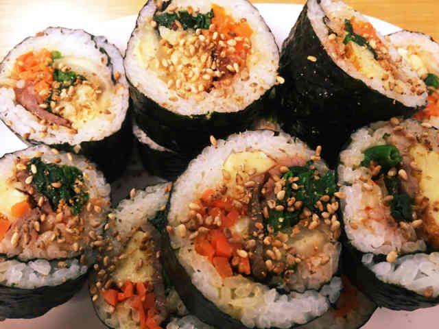 韓国エスコートアガシと韓国料理 キムパプ
